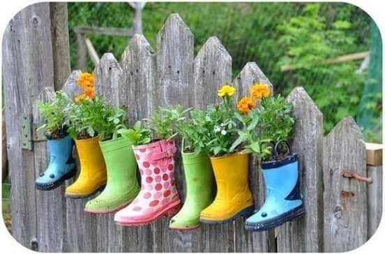 Recycler des bottes en pot de fleur pour jardin - Des idées