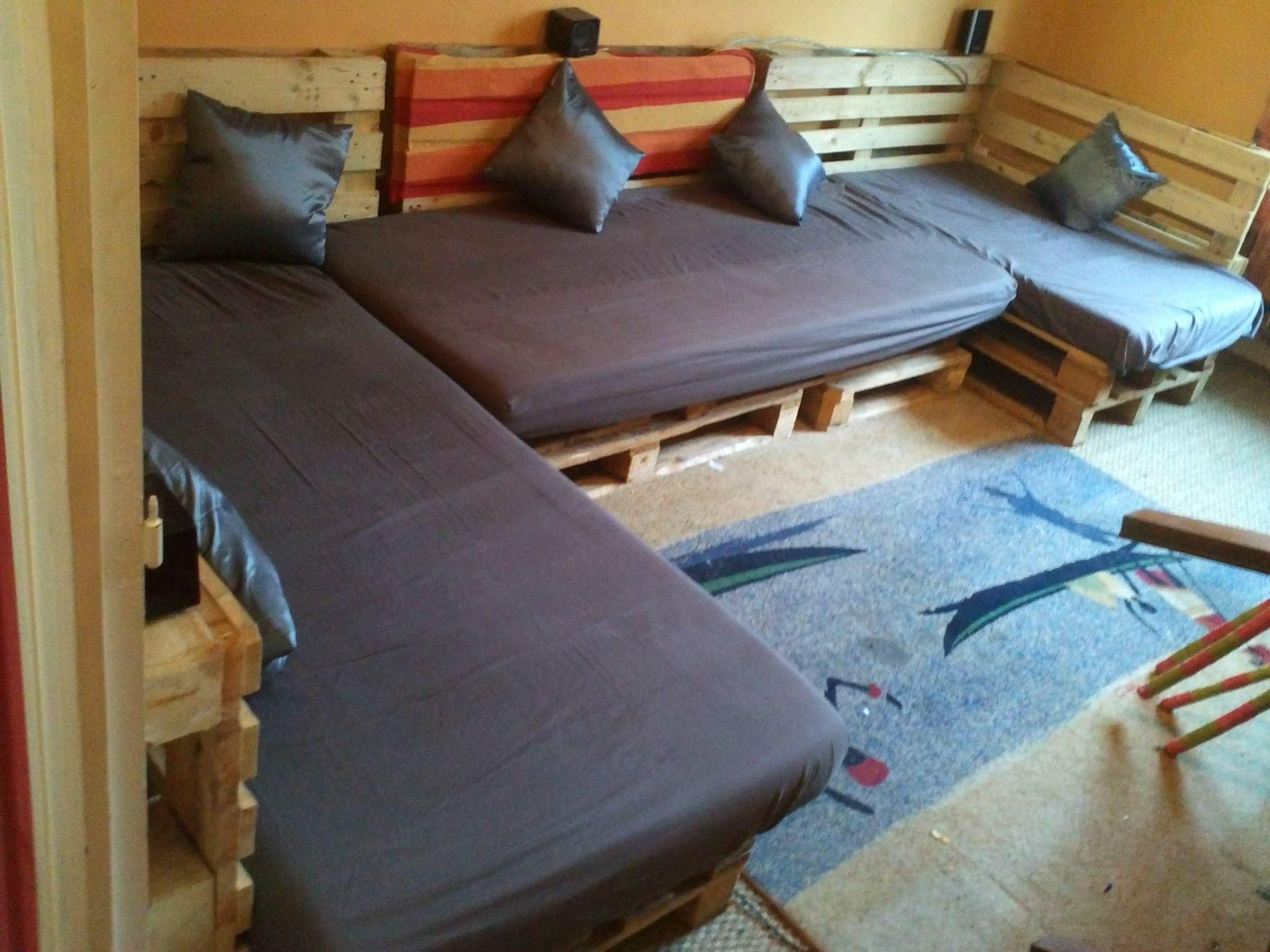 fabriquer un coin d tente en palettes des id es. Black Bedroom Furniture Sets. Home Design Ideas