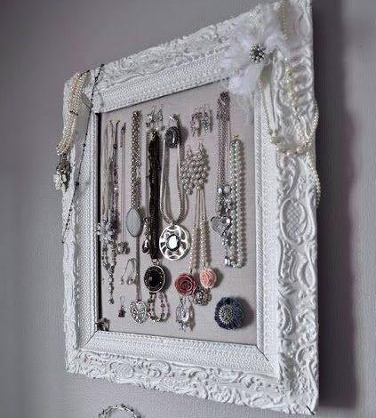 une fa on originale de r utiliser un miroir pour accrocher ses bijoux des id es. Black Bedroom Furniture Sets. Home Design Ideas
