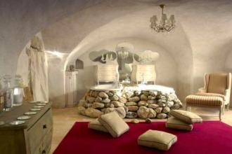 Id e de salle de bain style ancien avec baignoire orn e de pierres des id es - Baignoire style ancien ...