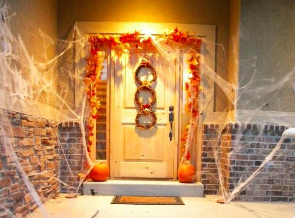 pour halloween pensez d corer votre porte voici 35. Black Bedroom Furniture Sets. Home Design Ideas