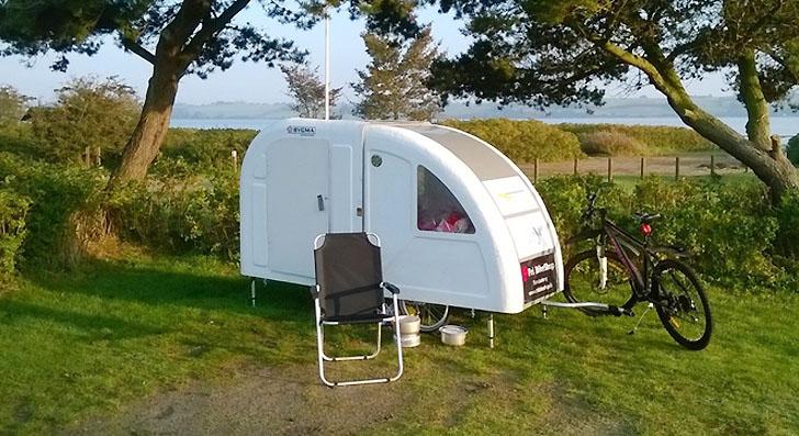 d couvrez cette mini caravane qui se tracte v lo pour voyager o bon vous semble des id es. Black Bedroom Furniture Sets. Home Design Ideas
