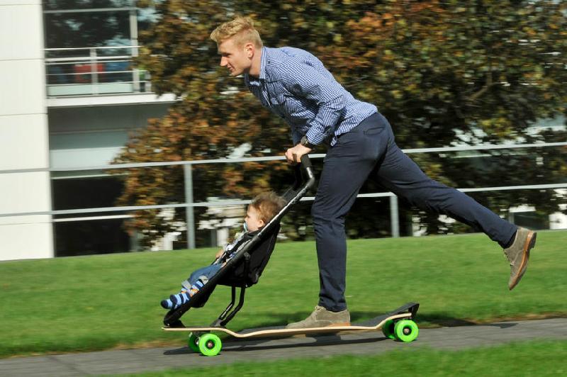 L 39 invention du jour soyez cool et adoptez le skate poussette des id es - Invention du skateboard ...