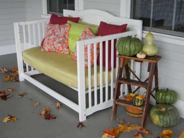 25 id es g niales et utiles pour recycler un lit de b b des id es. Black Bedroom Furniture Sets. Home Design Ideas