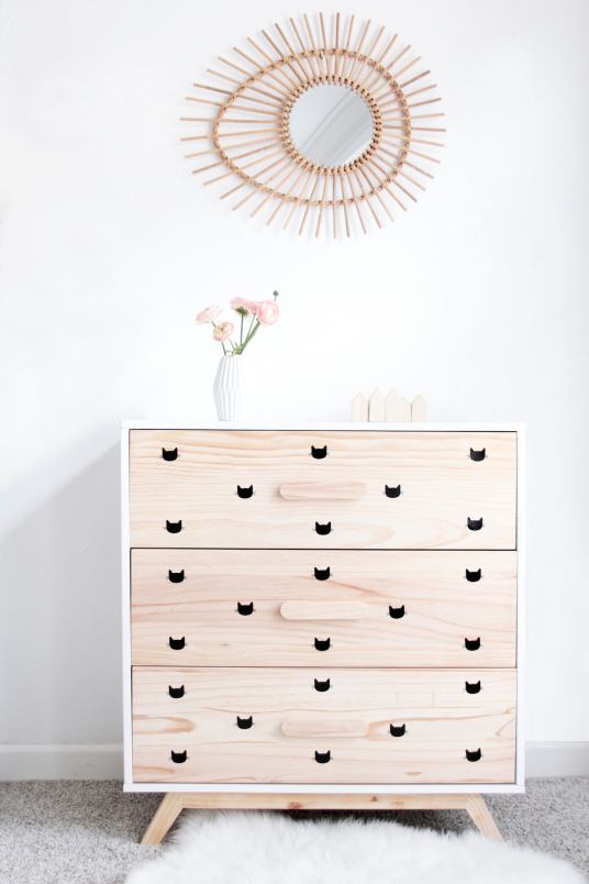 15 ideas to revive old chest of drawers creatistic - Stickers miroir ikea ...