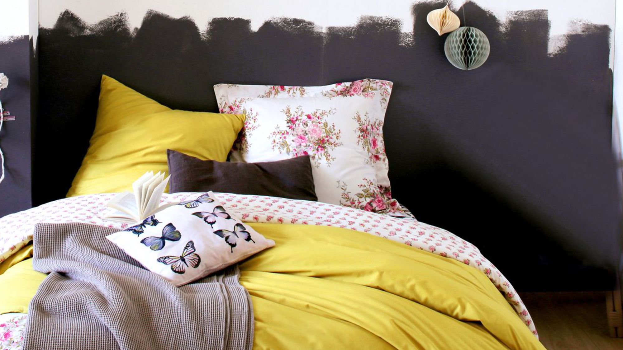 12 id es pour d corer votre t te de lit des id es. Black Bedroom Furniture Sets. Home Design Ideas