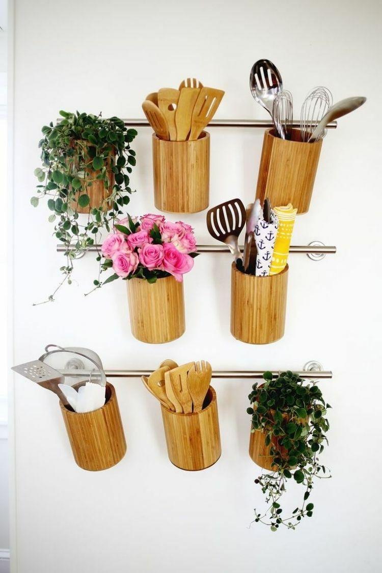 rangement-mural-cuisine-métallique-pots-bois-artisanaux