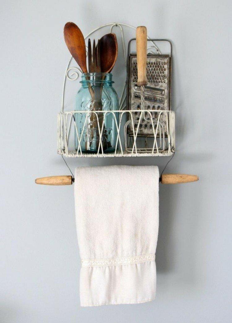 rangement-mural-cuisine-vintage-métal-blanc-bois
