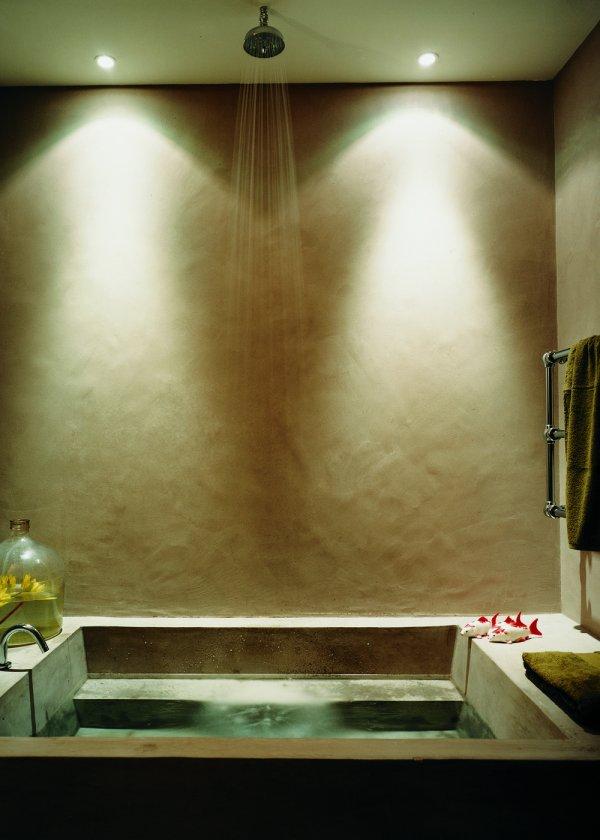 fenetre au dessus baignoire perfect baignoire avec porte castorama top habillage de fenetre. Black Bedroom Furniture Sets. Home Design Ideas