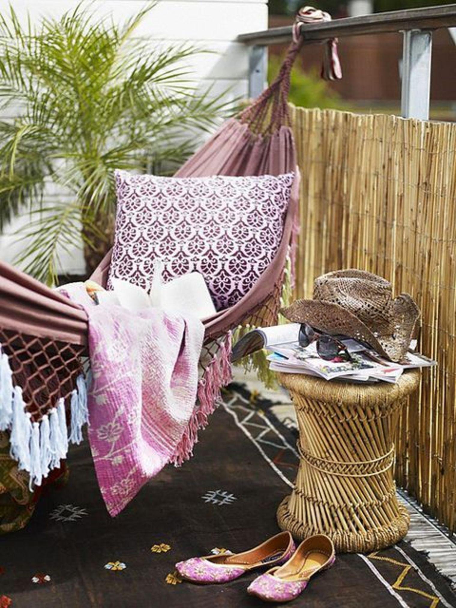 10 id es pour am nager votre balcon de mani re chaleureuse. Black Bedroom Furniture Sets. Home Design Ideas