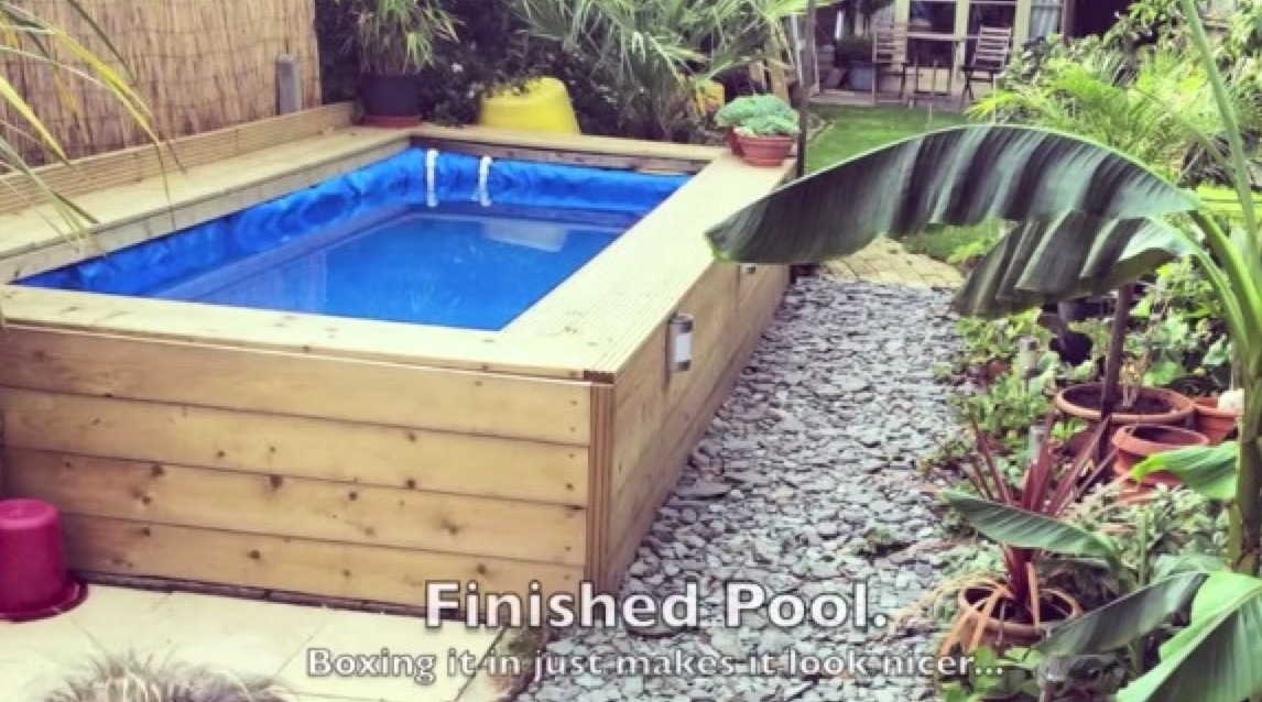 Create a cheap swimming pool with straw bales - Creatistic