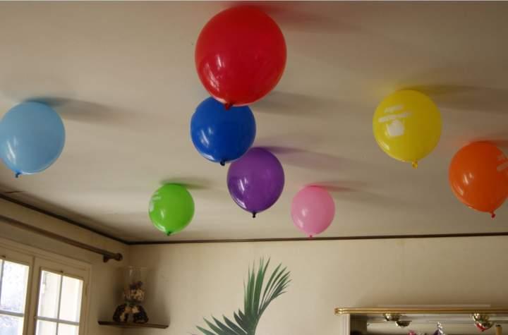Faites Tenir Vos Ballons De Baudruche Au Plafond Sans