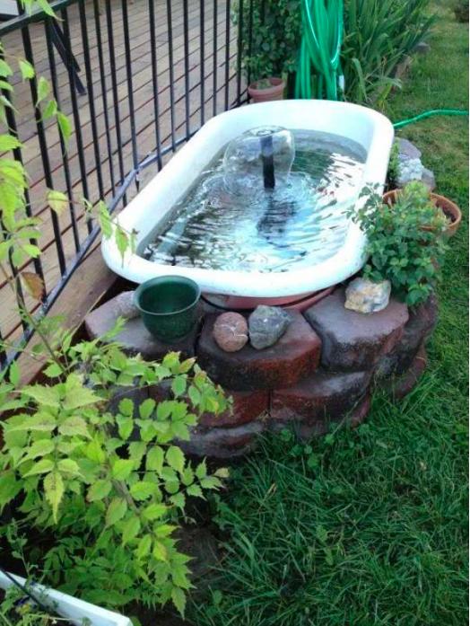 15 id es de jardins d 39 eau et fontaines faire vous m me. Black Bedroom Furniture Sets. Home Design Ideas