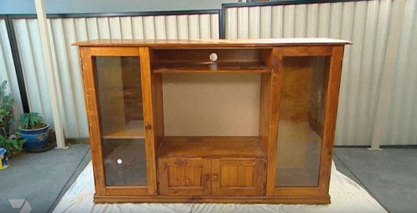 Elle transforme un vieux meuble t l en jeu spectaculaire for Meuble qui s emboite