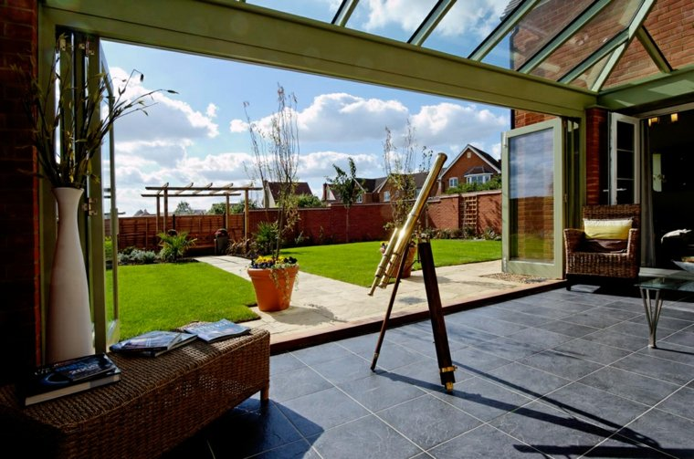 veranda-contemporaine-spacieuse