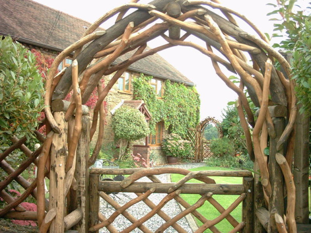 23 id es sublimes d 39 arches pour d corer son jardin des id es - Rustic wood fences a pastoral atmosphere ...
