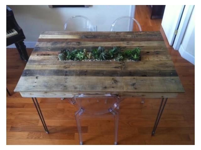 Des id es super originales de cr ations avec de vieilles for Table de salle a manger en palette