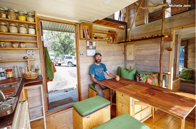 leur maison de 10 m est une cabane qui ferait r ver les petits comme les grands enfants. Black Bedroom Furniture Sets. Home Design Ideas