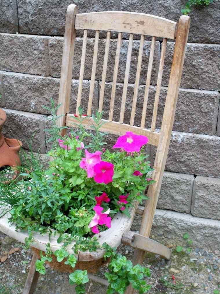 decorer-son-jardin-chaise-deco-recup-bois-fleurs