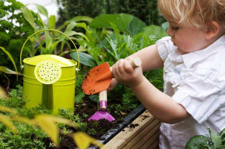 jardinage-enfant-activites-creatives-exterieur