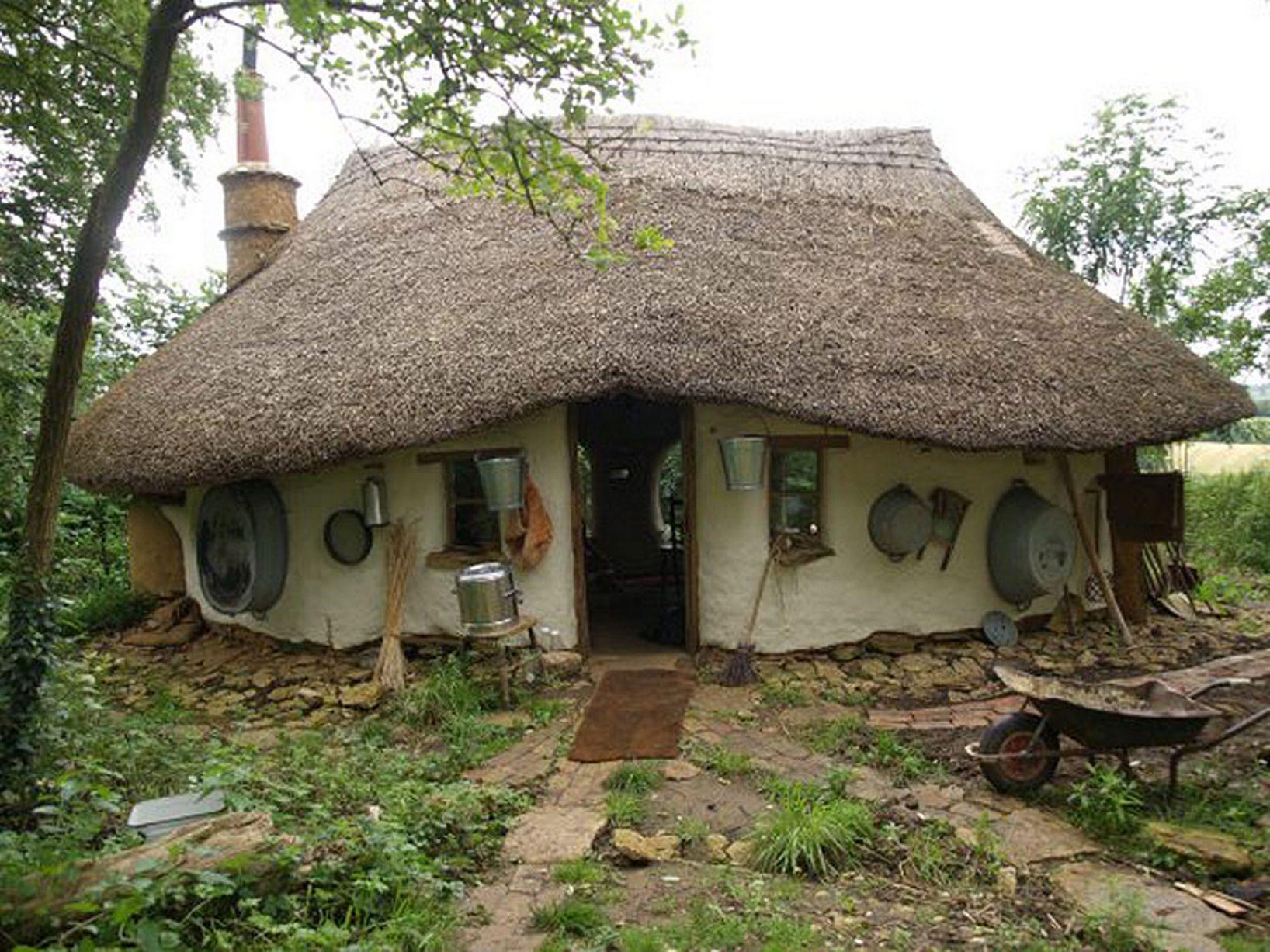 Cette maison a coûté 200 euros et possède un charme proche de celui d'une maison de hobbit - Des idées