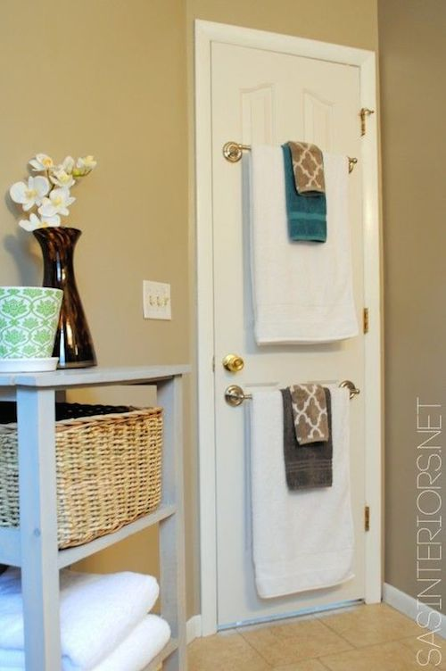 5-use-the-back-of-a-bathroom-door-to-hang-towels-29-sneaky-tips-for-small-space-living