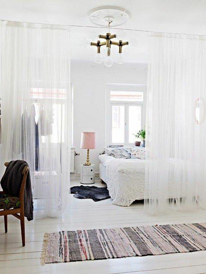 tapis-vintage-colore-pour-votre-petit-studio-blanc-tapis-gris-en-fourrure-deco-studio-20m2