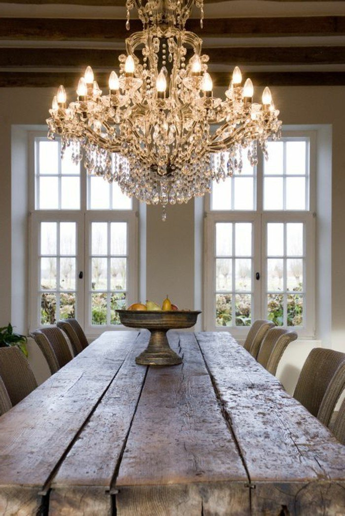 00-eclairage-romantique-salle-de-sejour-table-en-bois-brut-fruits-sur-la-table-grande-fenetre-avec-vue