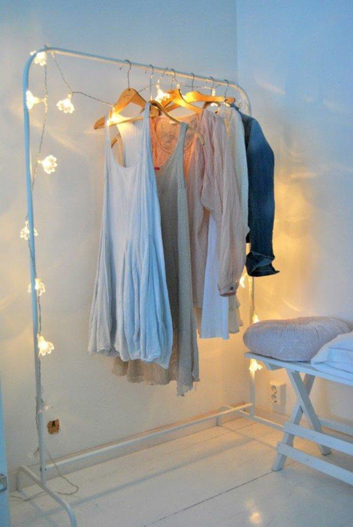 deco-romantique-chambre-adulte-bien-decoree-avec-lampes-guirlandes ...