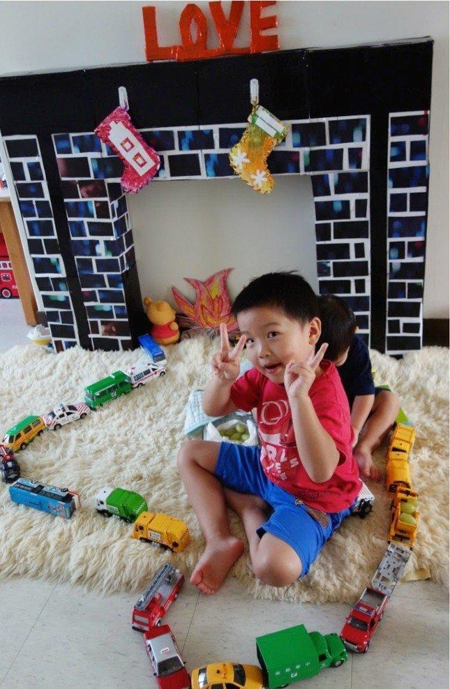 fausse chemin e enfant heureux chaussettes de no l e1481036192367 des id es. Black Bedroom Furniture Sets. Home Design Ideas