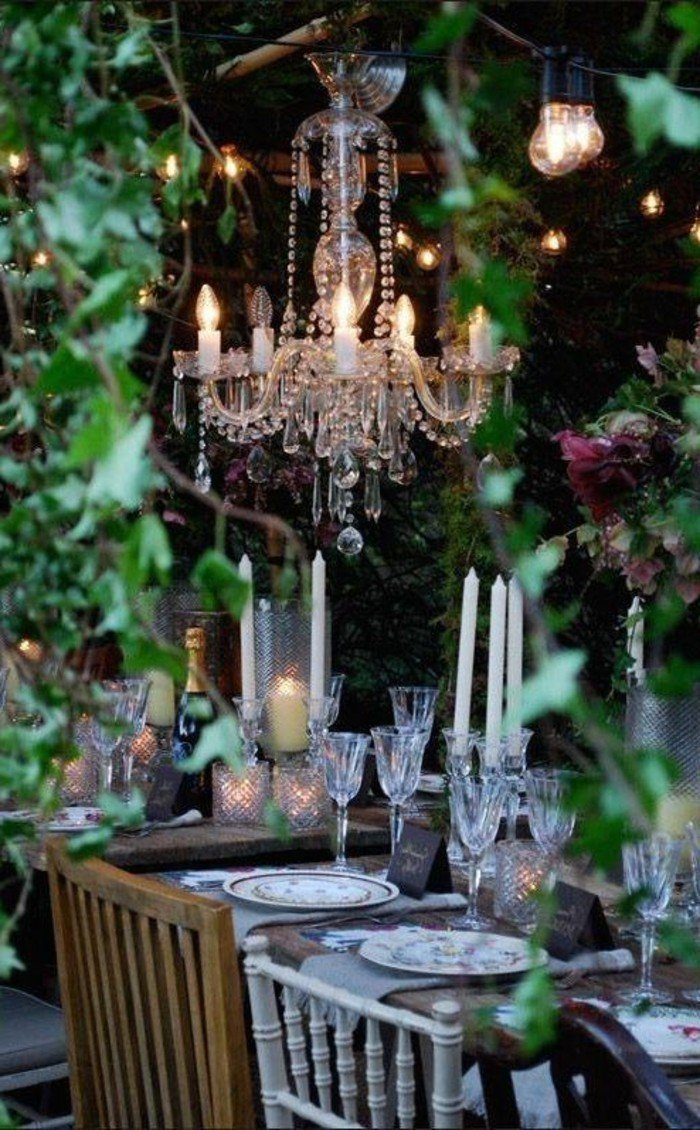 lustre-vintage-pour-un-eclairage-romantique-exterieur-deco-romantique-exterieur
