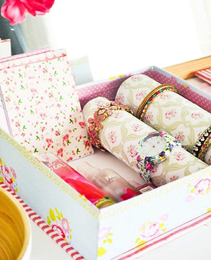 46 id es originales pour fabriquer un porte bijoux des id es. Black Bedroom Furniture Sets. Home Design Ideas