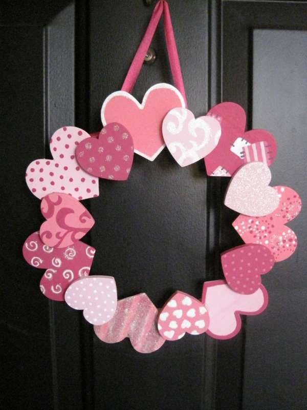 3) Surprenez votre bien,aimé(e) dès son arrivée en décorant votre porte  d\u0027entrée avec une jolie couronne de cœurs\u2026