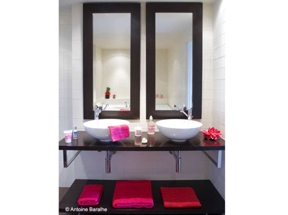salle de bain noir et rose. Black Bedroom Furniture Sets. Home Design Ideas