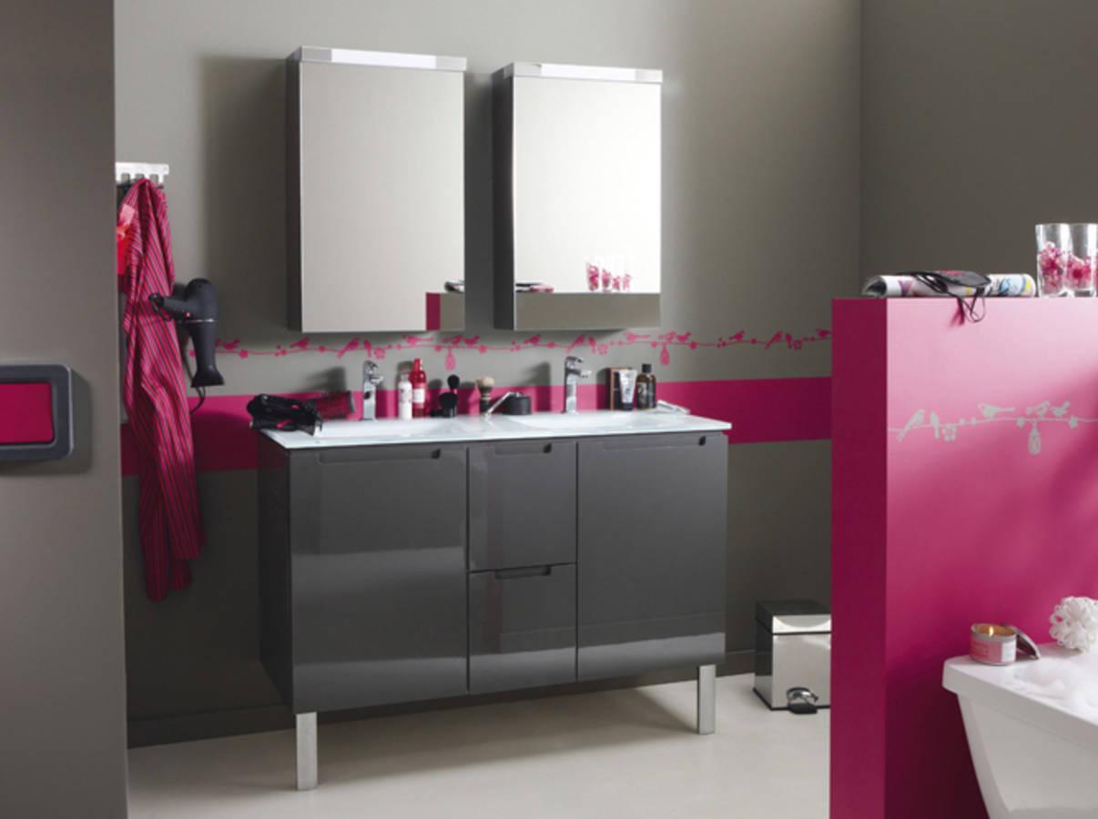 50 salles de bains pleines de charme et de romantisme page 3 sur 5. Black Bedroom Furniture Sets. Home Design Ideas