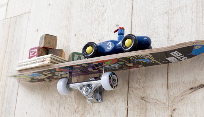 45 mani res d 39 utiliser une planche de skateboard en tag re des id es. Black Bedroom Furniture Sets. Home Design Ideas
