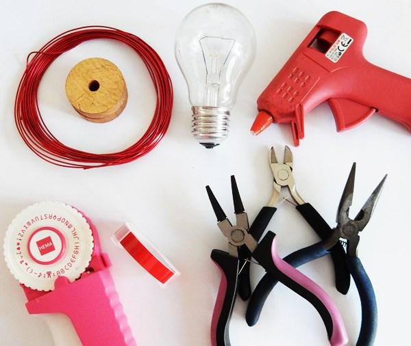 diy recyclez une ampoule en cadeau pour votre moiti des id es. Black Bedroom Furniture Sets. Home Design Ideas