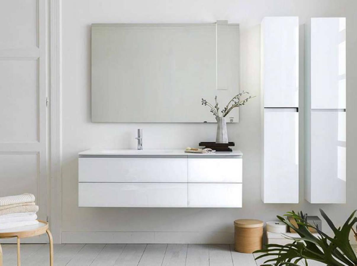 50 salles de bains pleines de charme et de romantisme for Suspension pour salle de bain