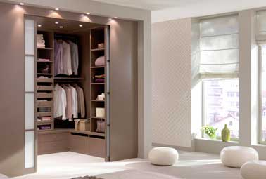 10 mani res astucieuses d 39 am nager un dressing dans une for Dressing chambre parents