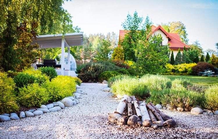 14 id es de foyers ext rieurs pour embellir votre jardin page 2 sur 4. Black Bedroom Furniture Sets. Home Design Ideas