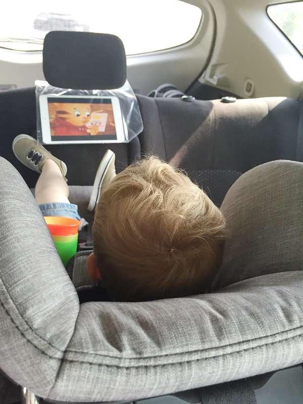 14 id es astucieuses pour bien pr parer un long trajet en voiture avec ses enfants supers parents. Black Bedroom Furniture Sets. Home Design Ideas