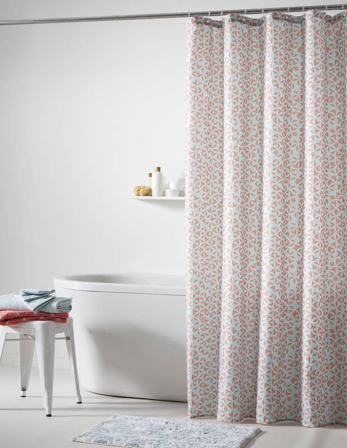 15 rideaux de douche pour une salle de bain tendance page 2 sur 3 des id es. Black Bedroom Furniture Sets. Home Design Ideas