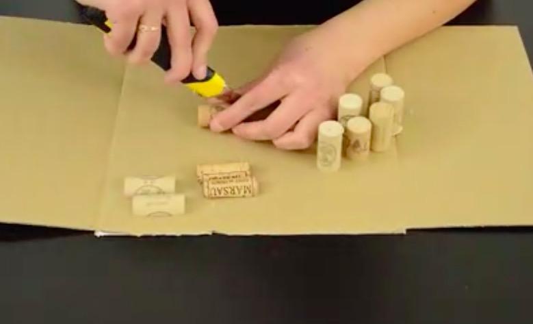 tuto fabriquez un sous verre avec des bouchons en li ge des id es. Black Bedroom Furniture Sets. Home Design Ideas