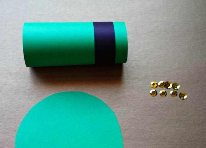 diy fabriquez un chapeau de leprechaun avec un rouleau de papier toilette. Black Bedroom Furniture Sets. Home Design Ideas