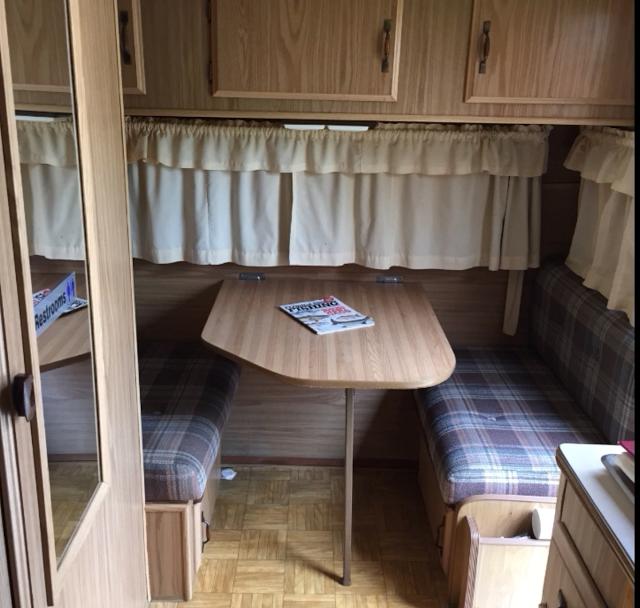 comment renover linterieur dune caravane gallery of caravanes vintage une nouvelle with comment. Black Bedroom Furniture Sets. Home Design Ideas