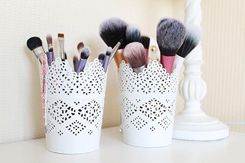 19 rangements astucieux pour organiser votre maquillage et autres produits de beaut page 2. Black Bedroom Furniture Sets. Home Design Ideas