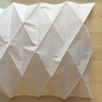 tuto fabriquez votre abat jour en origami. Black Bedroom Furniture Sets. Home Design Ideas