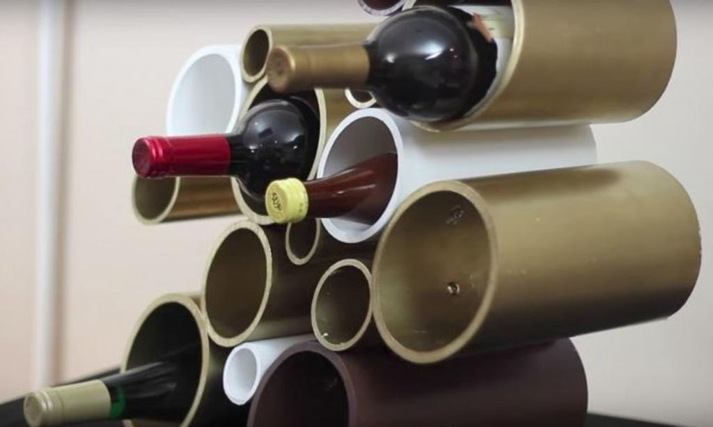 Avec Des Tuyaux En Pvc Il Fabrique Un Rangement Aussi Original Que Fonctionnel Pour Les Bouteilles De Vin