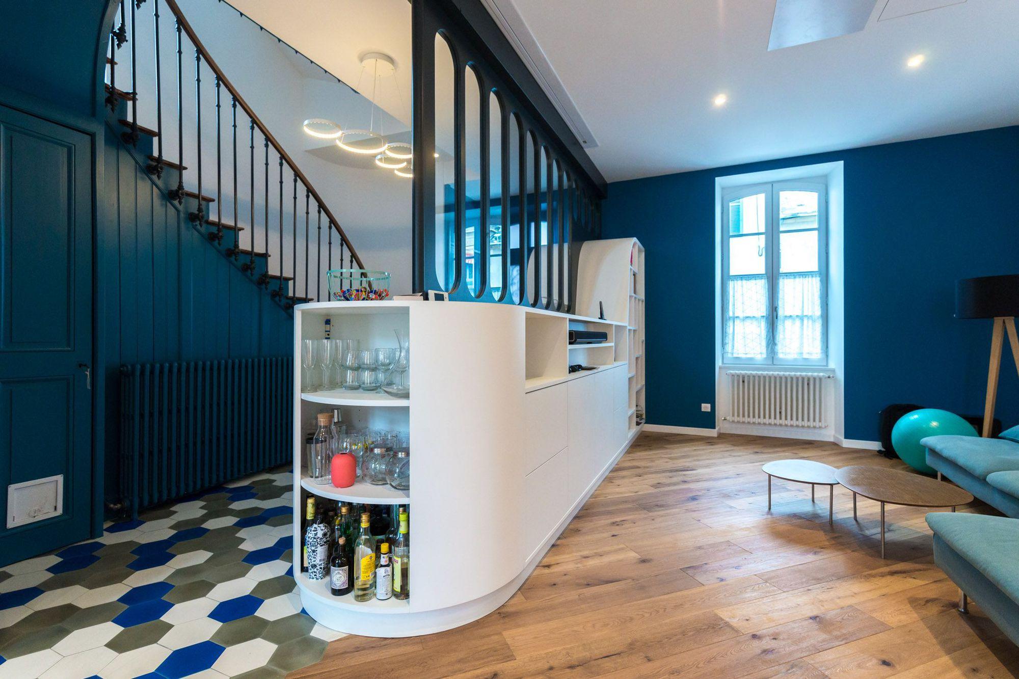 avant apr s la transformation saisissante d 39 un ancien squat en maison familiale des id es. Black Bedroom Furniture Sets. Home Design Ideas
