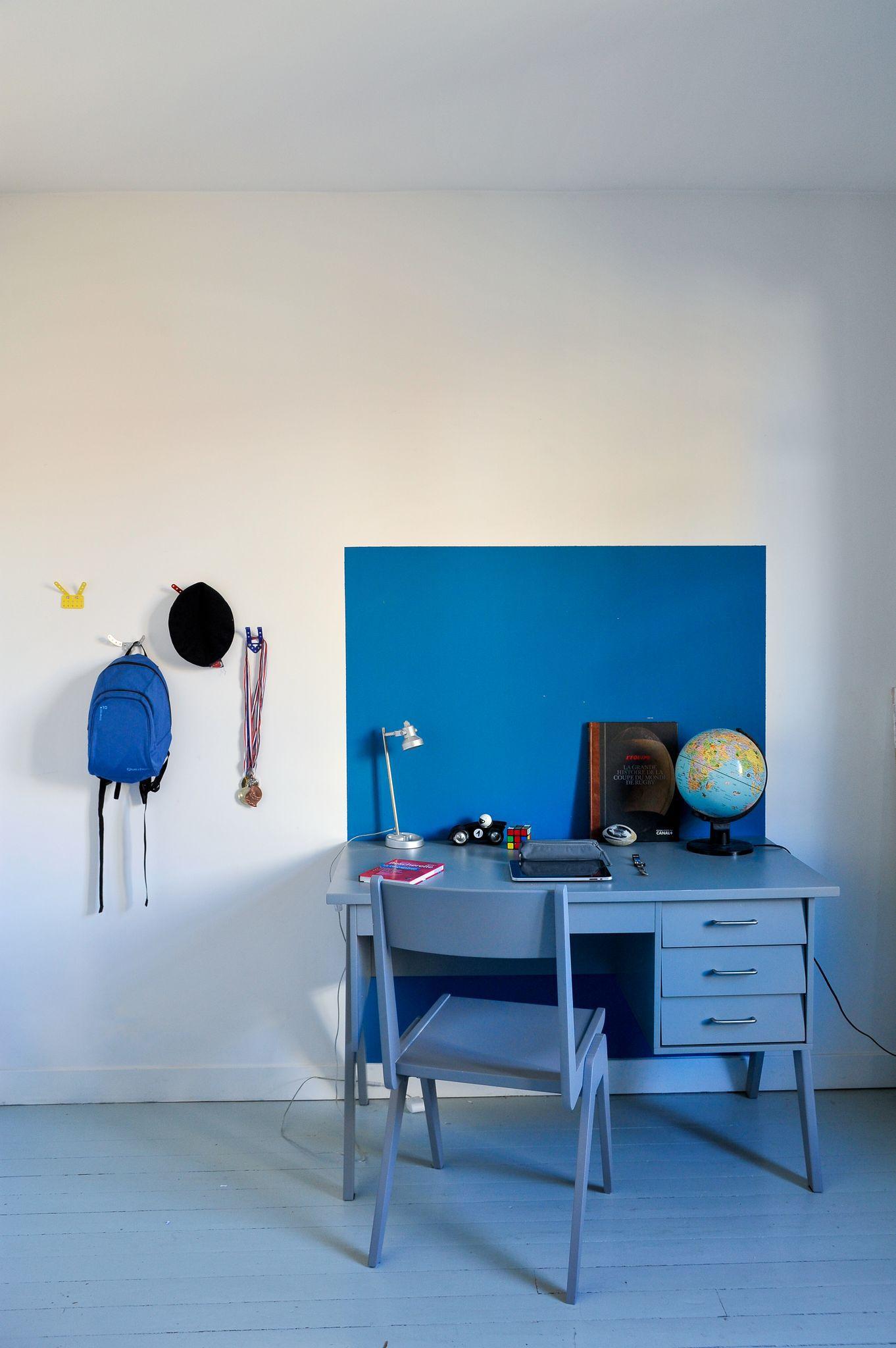 un bureau bleu cadre dans l espace 1 5972278 des id es. Black Bedroom Furniture Sets. Home Design Ideas